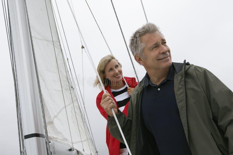 Caucasian par på yachten royaltyfria bilder