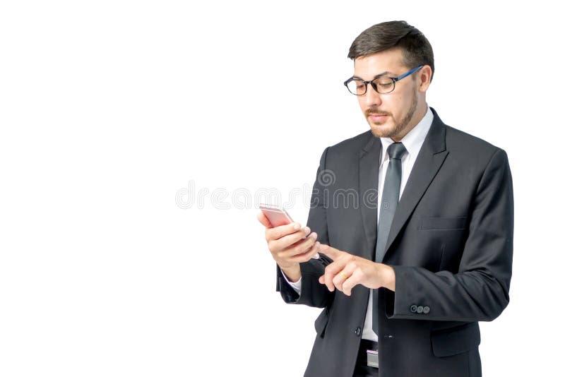 Caucasian smartphone för bruk för affärsman royaltyfri bild
