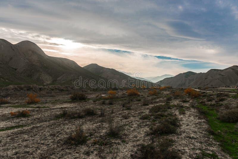 Download Caucasus заволакивает Ushba неба гор горы ландшафта Shurovky Стоковое Изображение - изображение насчитывающей холм, высоко: 81811583