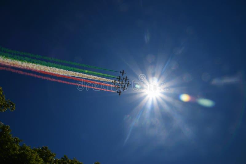 Cauda italiana da bandeira de Frecce Tricolori foto de stock