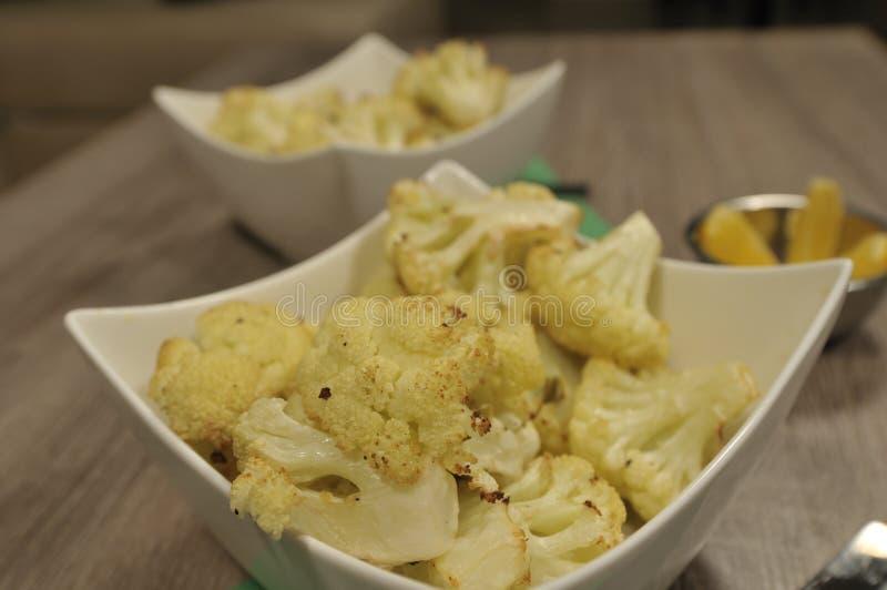 cauliflower зажарил в духовке стоковое изображение rf
