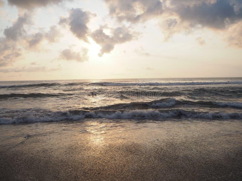 Cauzione dell'onda del mare, Indonesia fotografie stock