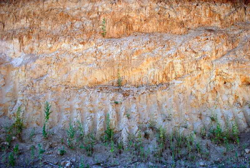 Cava dell'argilla di argilla gialla nell'ora legale immagine stock