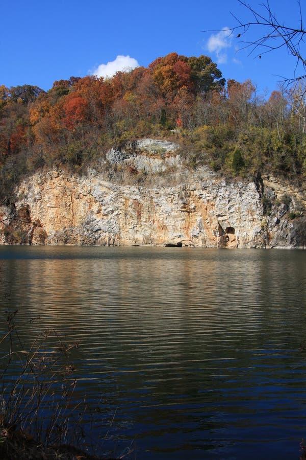 Download Cava dell'idromele fotografia stock. Immagine di montagna - 7323394