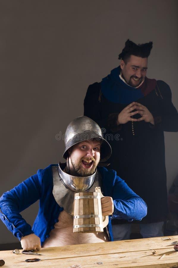 Cavaleiro com cerveja fotografia de stock royalty free