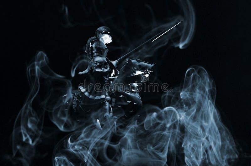 Cavaleiro com fumo imagens de stock