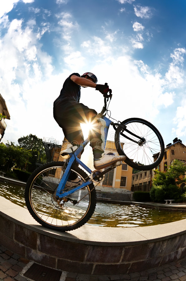 Cavaleiro da bicicleta fotografia de stock