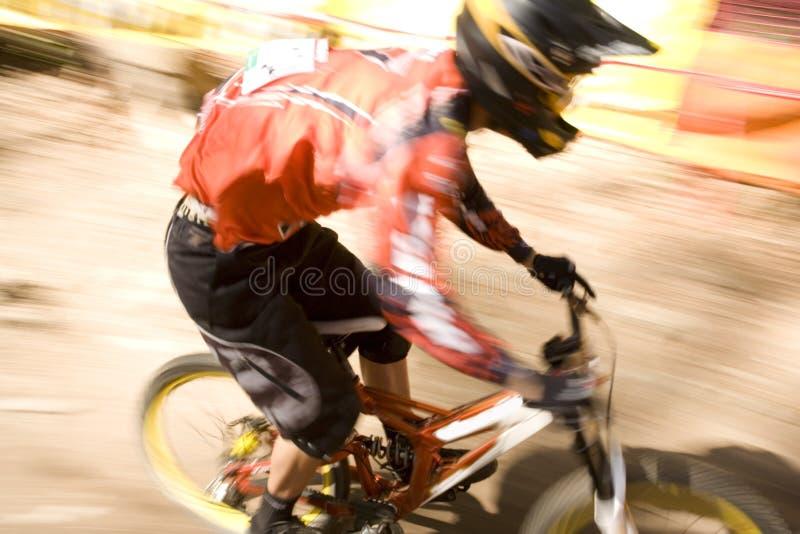 Cavaleiro da bicicleta de montanha   fotografia de stock royalty free
