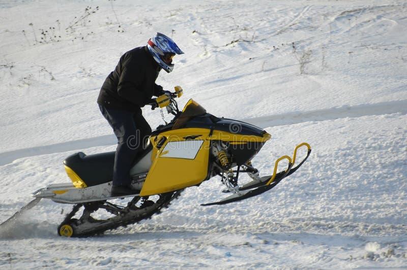 Cavaleiro de salto da neve imagens de stock