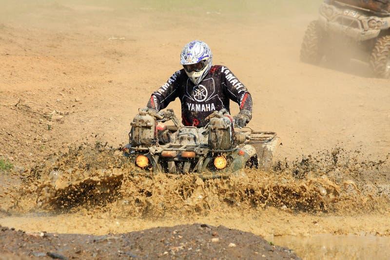 Cavaleiro do four-wheeler da raça fotografia de stock royalty free