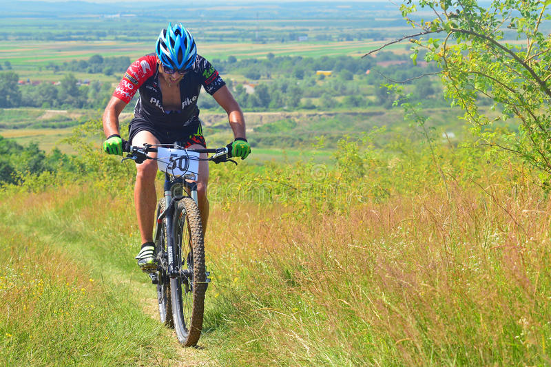 Cavaleiro do Mountain bike imagens de stock