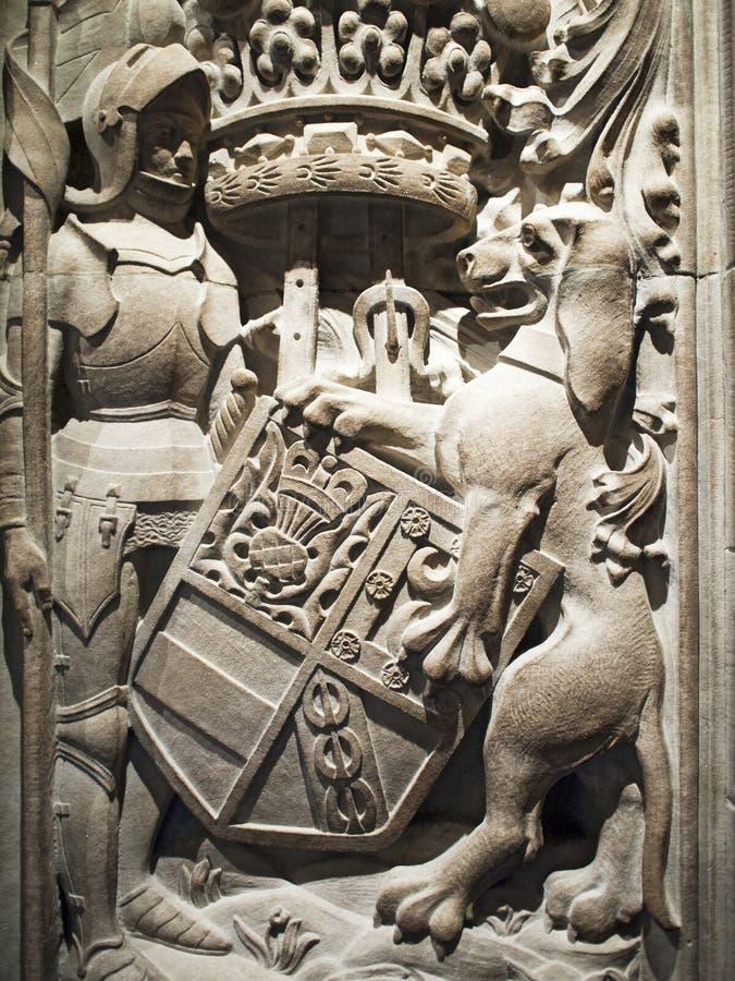 Cavaleiro e leão na pedra imagens de stock royalty free