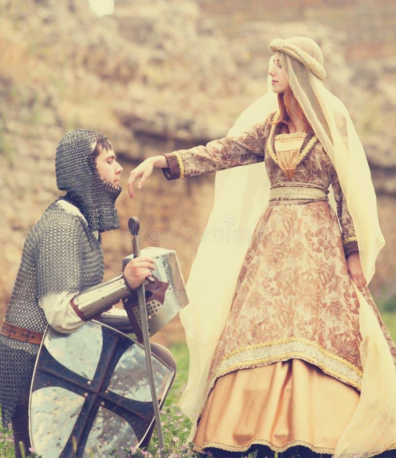 Cavaleiro e senhora medieval fotografia de stock