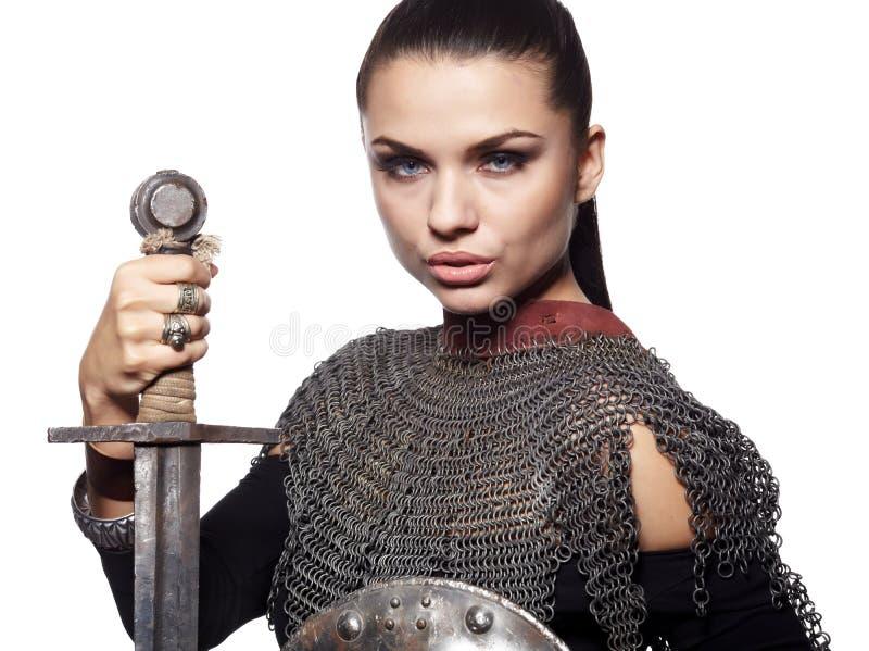 Cavaleiro fêmea medieval na armadura fotografia de stock