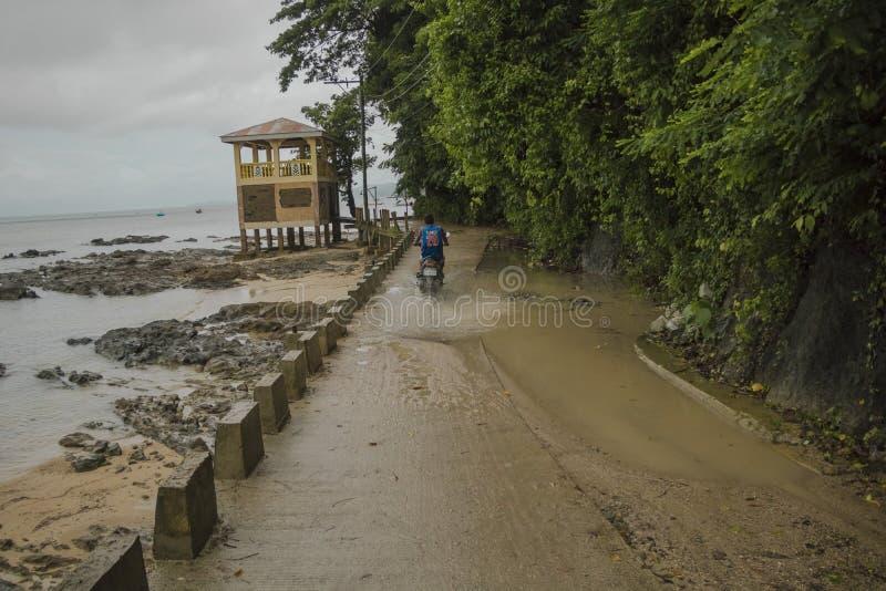 Cavaleiro litoral da estrada da cidade do EL Nido foto de stock