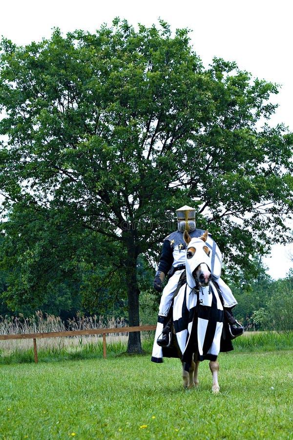 Cavaleiro medieval no cavalo fotografia de stock royalty free