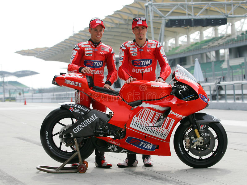 Cavaleiros da equipe de Ducati Marlboro fotografia de stock