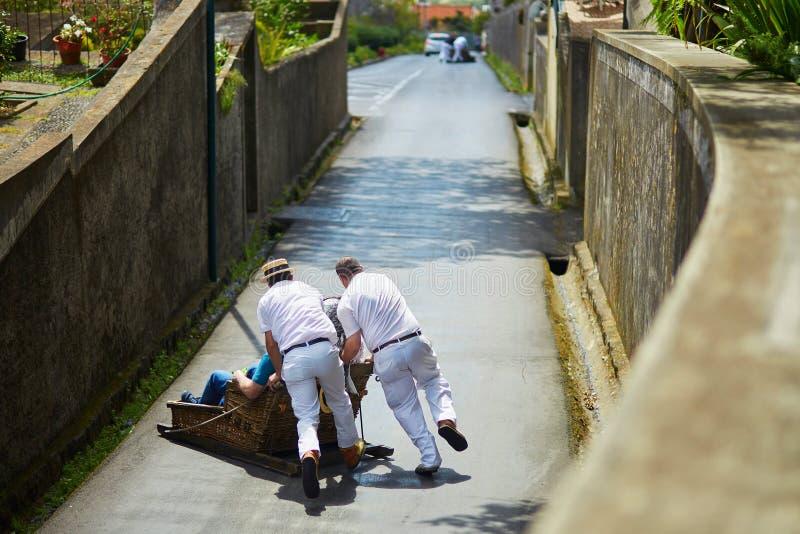 Cavaleiros do Toboggan em Funchal, ilha de Madeira, Portugal fotografia de stock royalty free
