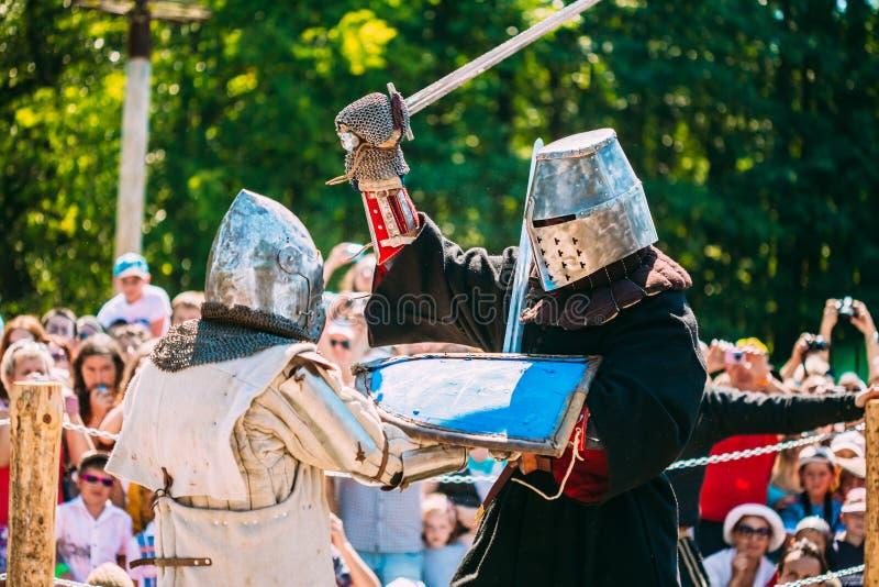 Cavaleiros na luta com espada Restauração de imagem de stock royalty free