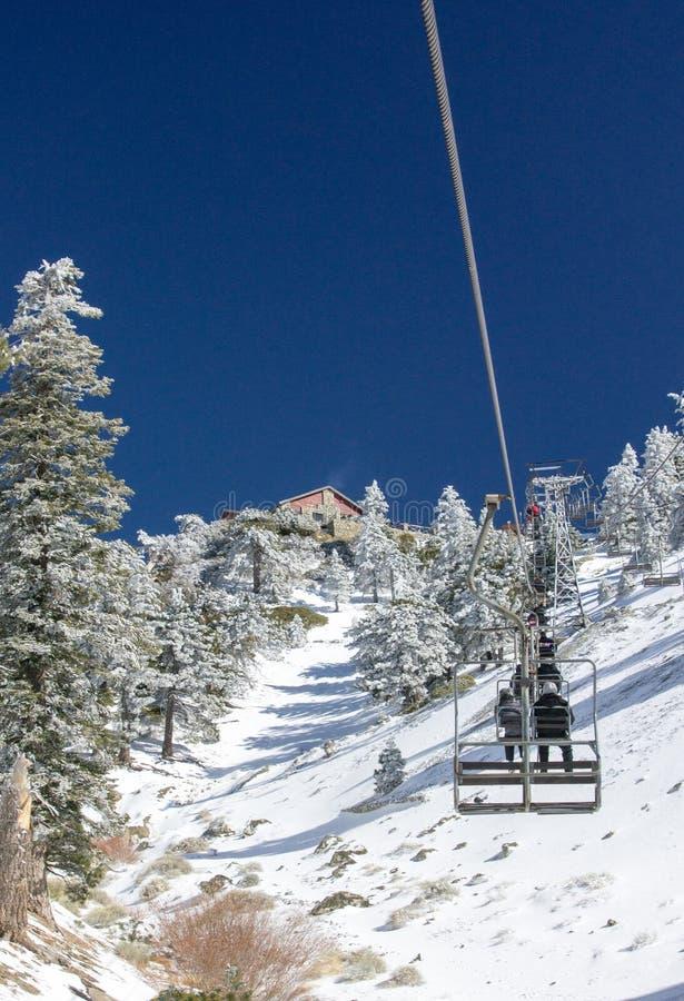 Elevador de cadeira do Mt. Baldy fotos de stock
