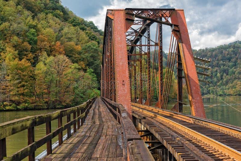 Cavalete da estrada de ferro no parque estadual do ninho dos falcões em West Virginia foto de stock