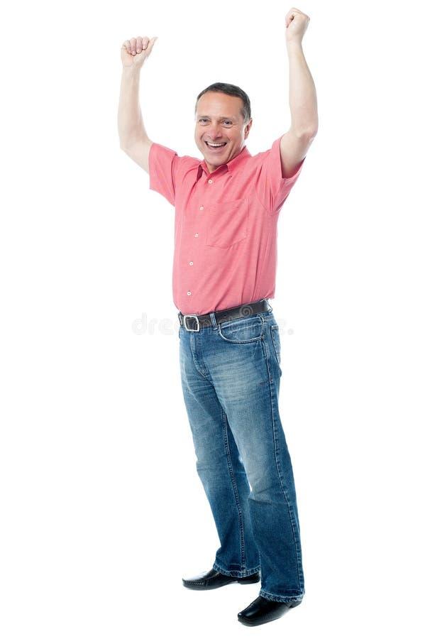 Cavalheiro maduro com braços aumentados imagem de stock royalty free