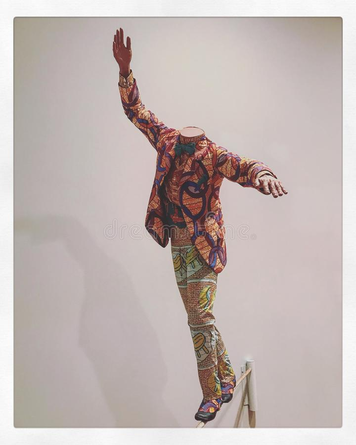 Cavalheiro que anda uma corda-bamba - MBE Londres de Yinka Shonibare, Inglaterra, 1962 - fotografia de stock royalty free