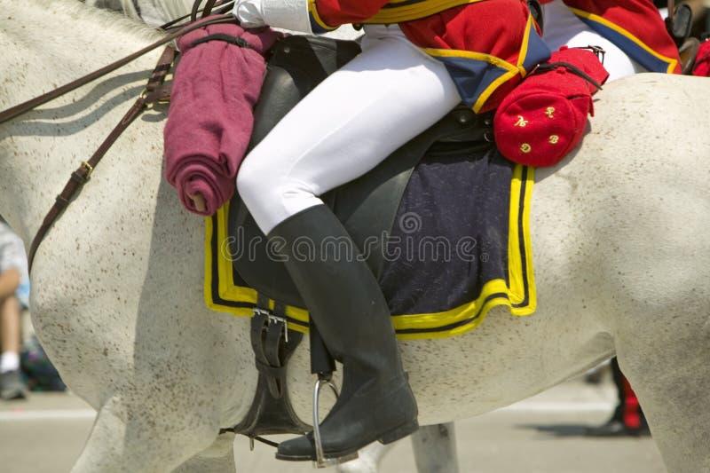Cavalier anglais à cheval pendant le défilé vers le bas State Street, Santa Barbara, CA, vieille fiesta espagnole de jours, 3-7 a photos libres de droits