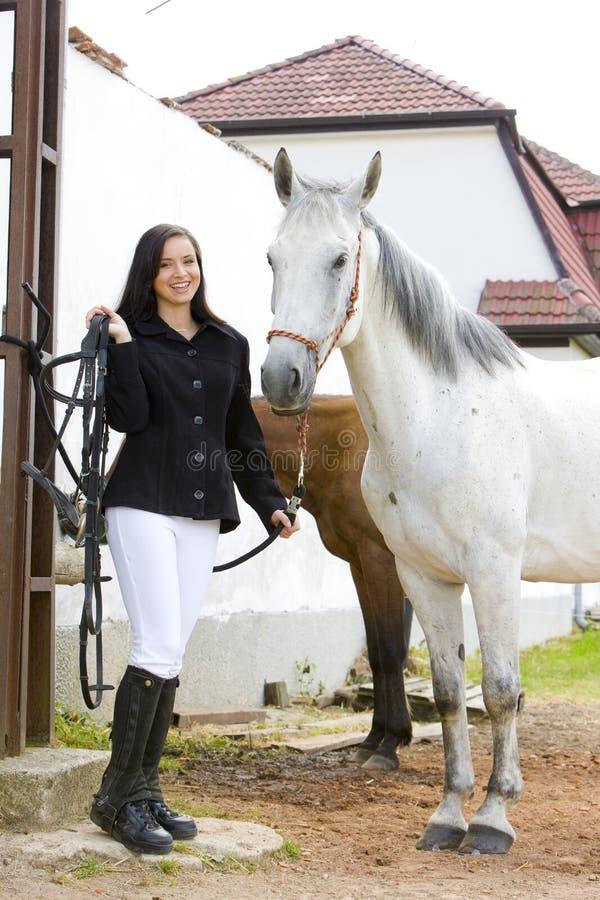 Cavalier avec le cheval image stock