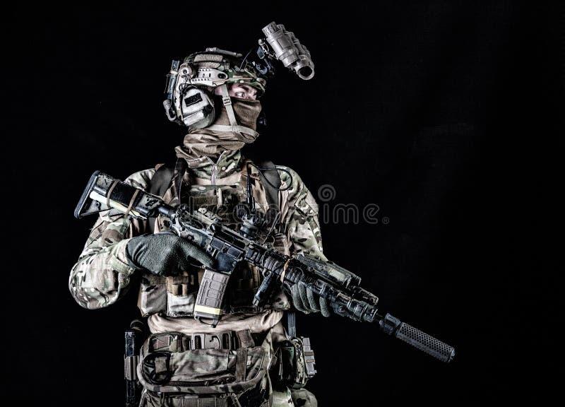Cavalier marin avec le portrait de lunettes de vision nocturne photographie stock libre de droits