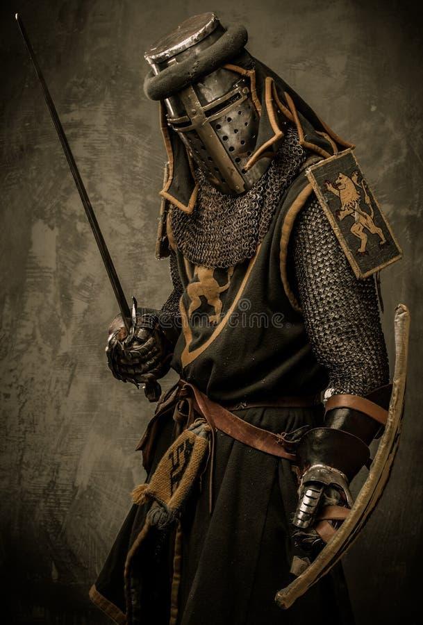 Cavaliere in armatura piena fotografie stock libere da diritti
