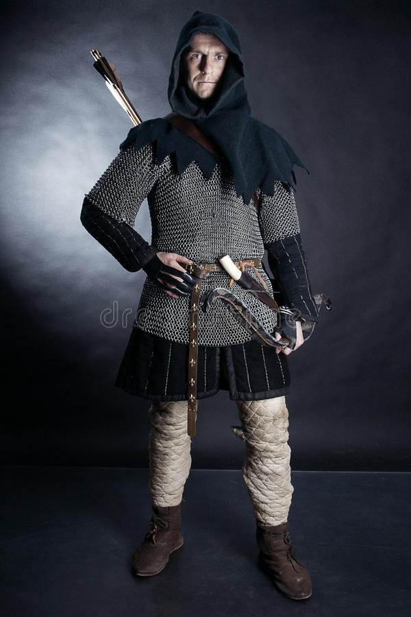 Cavaliere su fondo scuro immagini stock