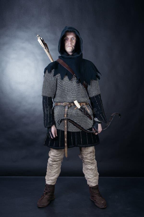 Cavaliere su fondo scuro immagine stock libera da diritti