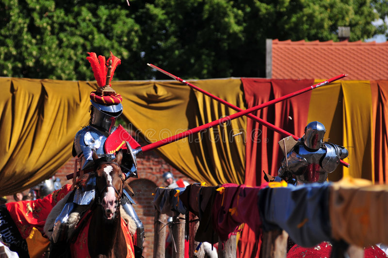 Cavalieri medioevali. Jousting. immagini stock