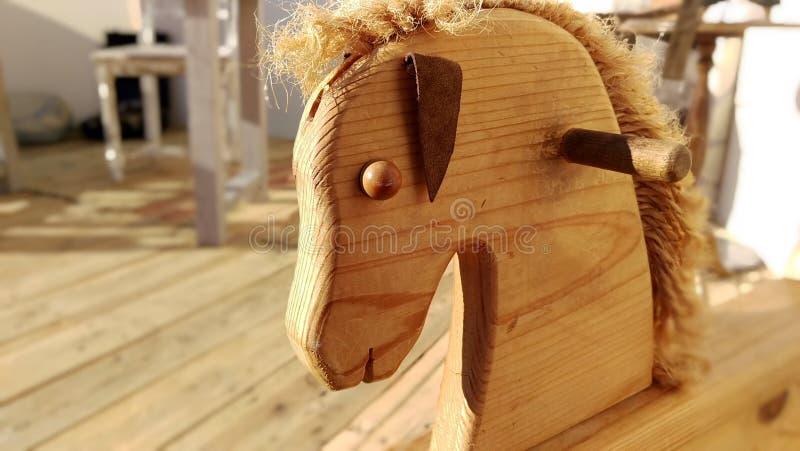 Cavallo a dondolo immagine stock