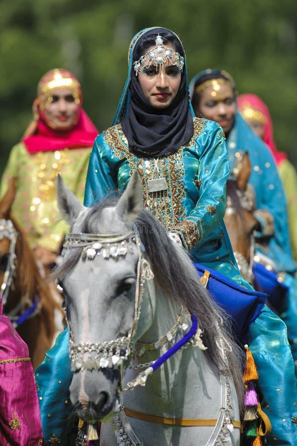 Cavallo e donna arabi immagine stock