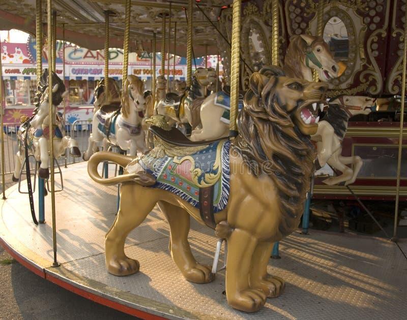 Cavallo e leone del carosello immagine stock
