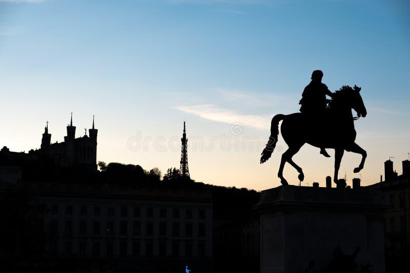 Cavalo de Louis XIV que sae na catedral de Fourviere em Lyon, França, ilustração artística fotos de stock