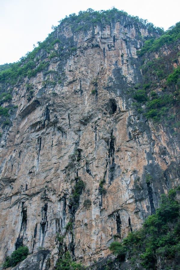 Cave, de vooruitgang van mysterieuze Chinese kungfu en de goddelijke verfijning van de Boeddha stock afbeelding