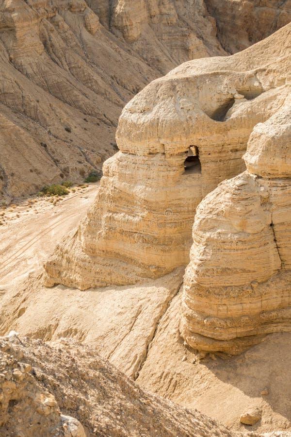 Cave em Qumran, onde os rolos do Mar Morto foram encontrados imagem de stock royalty free