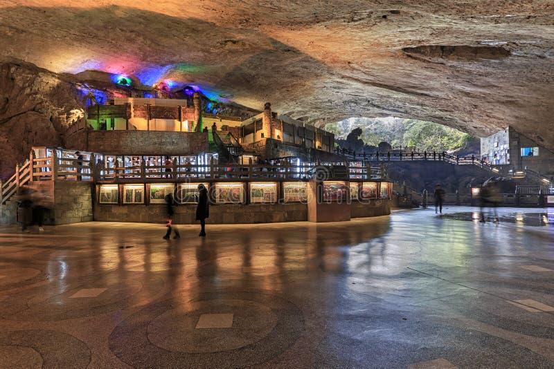 Cave na região cênico de Jiuxiang em Yunnan em China A área das cavernas de Thee Jiuxiang está perto da floresta de pedra de Kunm imagem de stock royalty free