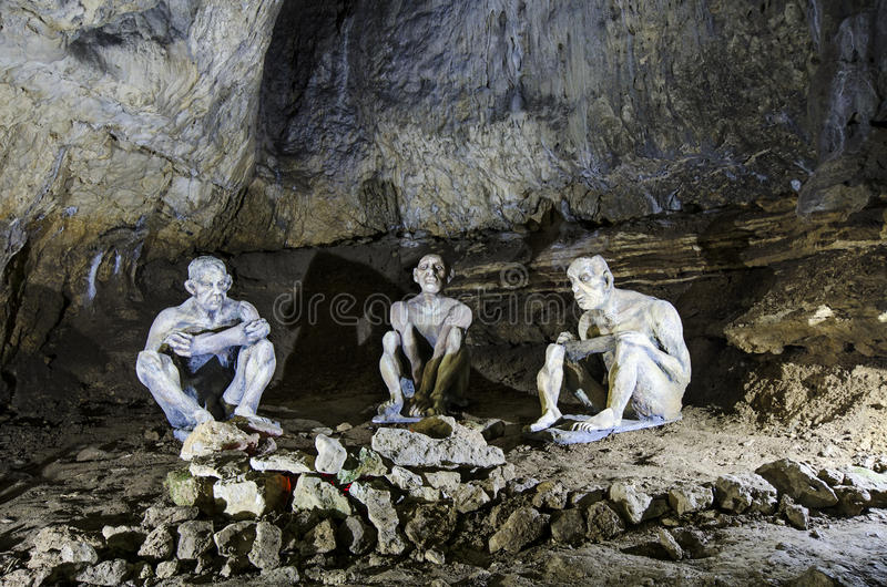 Cavemen στη σπηλιά Bacho Kiro στοκ φωτογραφία με δικαίωμα ελεύθερης χρήσης