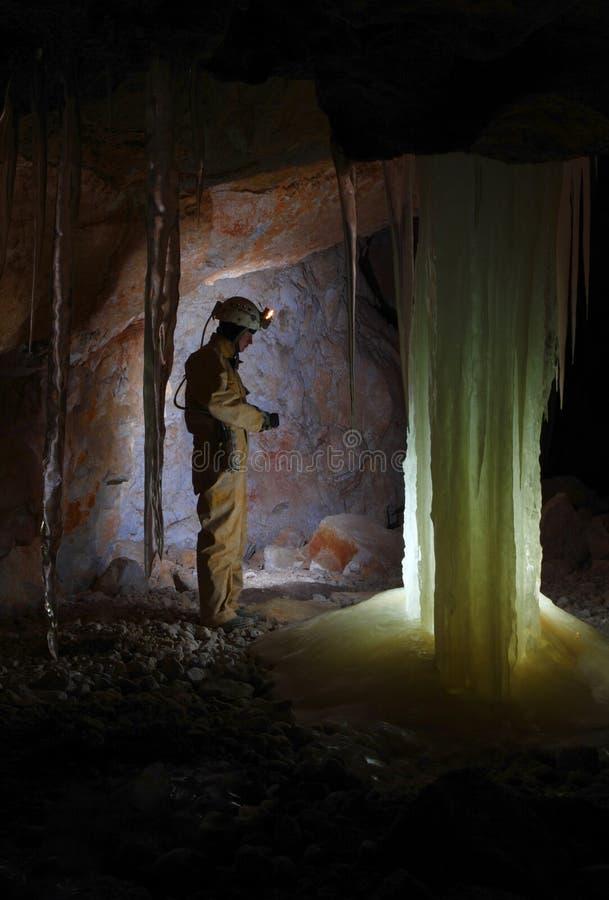 Caver w Dachstein Mammut jamie. zdjęcia stock