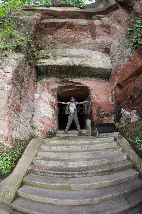 Caverna artificiale vicino al monastero fotografia stock libera da diritti