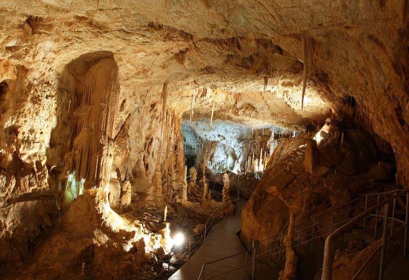 Caverna ativa iluminada imagem de stock royalty free