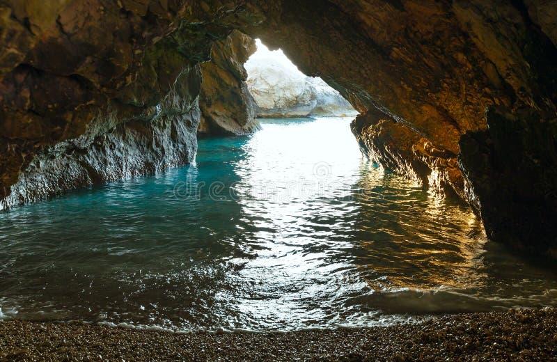 Caverna com waterv do mar (Grécia, Kefalonia) imagens de stock