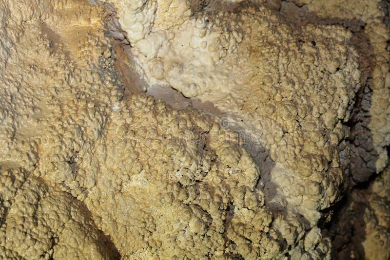 Caverna con stalattite in Pirenei fotografia stock libera da diritti