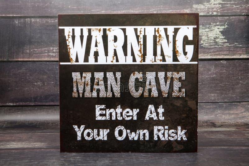 Caverna d'avvertimento dell'uomo immagini stock