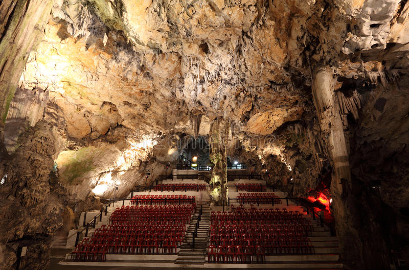 Caverna da catedral em Gibraltar fotos de stock royalty free