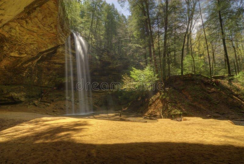 Caverna da cinza em montes Ohio de Hocking fotos de stock